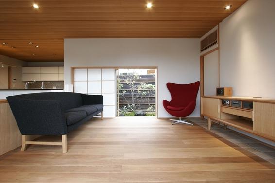 和風建築と北欧家具が融合した家