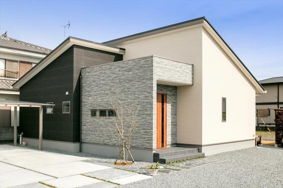 外壁の重なりと美しいコントラストが立体感を演出します。