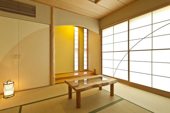 リビングから続く和室のテーマは和ジュアル【和風とカジュアル(お施主様考案の造語)】に月をイメージしました