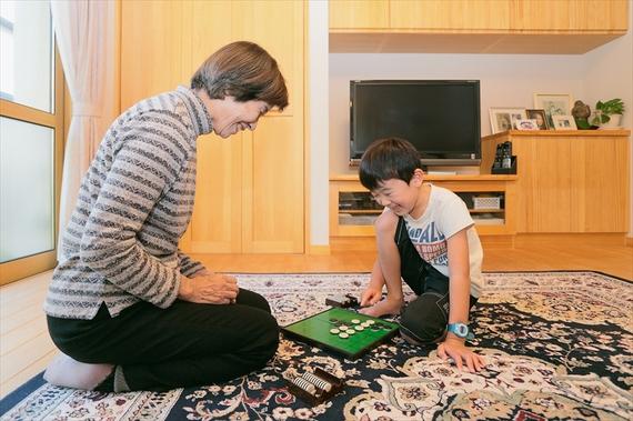 「子供が大好き」とおっしゃるお母様。毎日お孫さんに会える暮らしは何より幸せです。