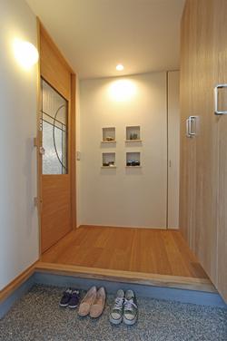 リビング入口の引き戸は設計士が我が家のためにデザインしたものです。