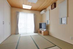 北側にある居室ですが、トップライトから光が差し込み明るい和室