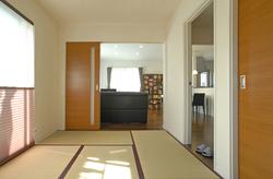 和室は、リビングからも玄関ホールからもアクセス可能です。