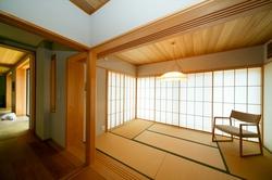 引き込み戸により空間がスムーズに繋がり開放的。