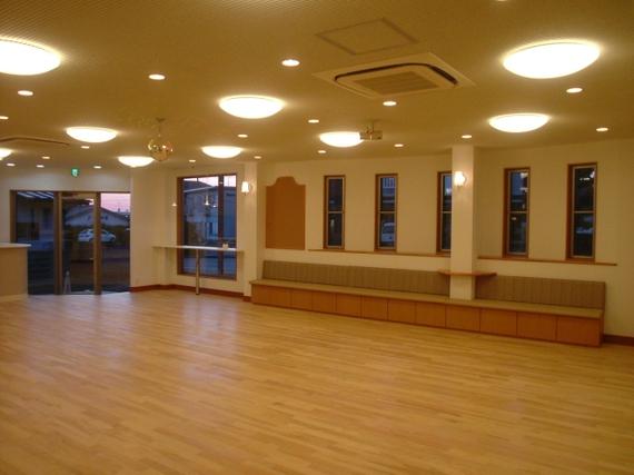 ダンス見学用にベンチシートを設置
