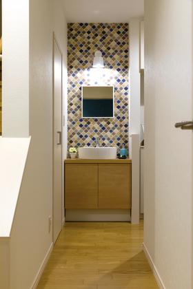 外から帰ったらまず手洗い!玄関横には手洗いコーナー。