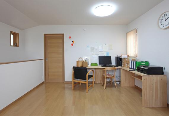現在は書斎スペースですが、将来は子供部屋に仕切るつもりでいます