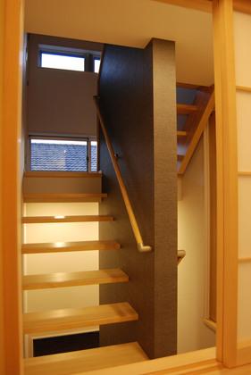 階段ホールは常に風が流れています