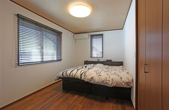寝室はアジアリゾートをイメージして、落ち着いた空間にしました。