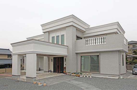 お城のような家に住みたい!という夢が叶いました