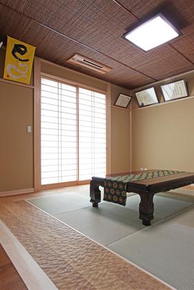 お客様をおもてなしする和室は天井にもこだわりました