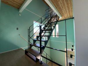 ゼロキューブのスチール階段