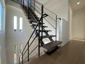 ゼロキューブのスチール階段・・・②